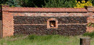Jak wykorzystać ścianę starej, zawalonej stodoły?